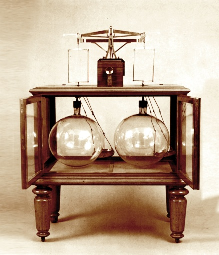 Dmitri Mendeleev's gas weight measurement device