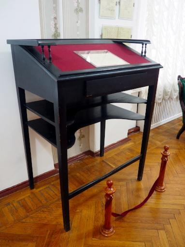 Dmitri Mendeleev's standing desk